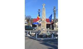 Monument din centrul comunei